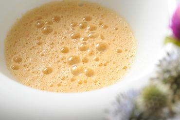 『当店人気 No.1 のオマール海老のクリームスープ』