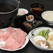 焼肉コース 焼肉3種盛り+タン 3980円、焼肉コース 焼肉5種盛り+タン 5500円、焼肉コース 焼肉6種盛り(特製)+タン 7980円、すき焼きコース 並(150g)5500円をご用意しています。