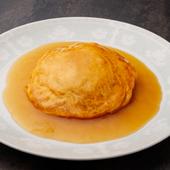 ニンニクの薫りや唐辛子の辛さ、ココナッツの甘みが素敵なハーモニーを奏でる『オマール海老 金砂粉』