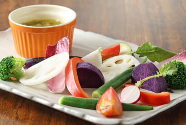 オーナーからの感謝の気持ちを表現『バーニャカウダ 有機野菜のアンチョビガーリックソース』
