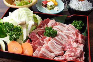 プリップリ食感の新鮮魚介類が詰まった『浜焼き海鮮セット』