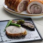 上質な豚バラ肉の美味しさを直に味わう『ポルケッタ』