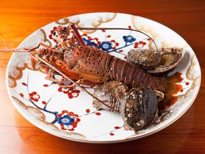 お好みで調理のリクエストが可能『三重の伊勢海老と徳島の鮑』