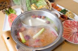 こだわりの薬膳鍋や、お肉を漫喫できる全11品のコース『養生コース』