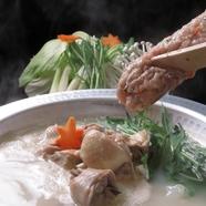鶏の旨みをぎゅっと凝縮した無添加スープが自慢の『博多水炊き』