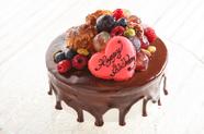 贈られる人に合わせ丹精込めて焼き上げるホールケーキ
