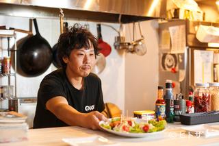 料理とスイーツそれぞれ専門の職人が所属