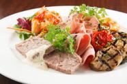 6種類ほどの盛り合わせが楽しめる『前菜の盛り合わせ』