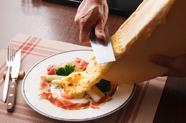 チーズの味わいがたまらない『ラクレットチーズのオーブン焼き』