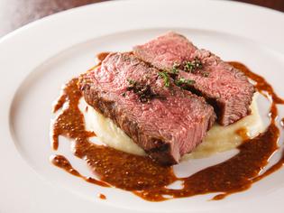 しっとりとした食感のお肉の味わいが自慢『子牛のロースト』