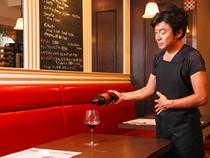 専用のワインセラーで徹底している、ワインの温度管理