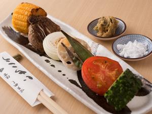 旬の野菜の濃厚な旨みと甘味を満喫できる『炭焼き野菜』