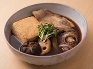 季節の魚をまるごと煮付けたボリューム満点『旬の煮魚』