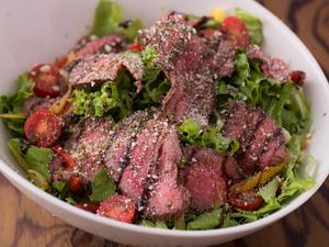 肉と共に野菜もたっぷりとれる『壱岐牛のローストビーフサラダ』
