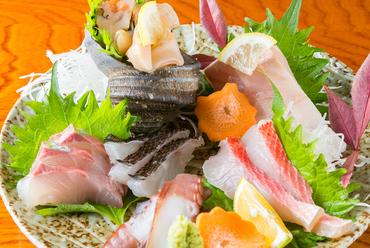 店主が目利きで厳選した旬の魚『刺身の盛り合わせ』