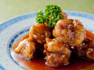 カリッと揚げた豚肉と甘酢が絶妙『スペアリブの上海風甘酢がけ』