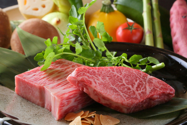 国産和牛と新鮮野菜(※写真はイメージです。)