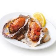右記の焼き牡蠣全種を一個づつ盛り合せます。