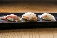 その日のとっておきを握り寿司で「鳴魚寿司」