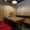 2階には半個室席があり、1階のテーブル席より落ち着いた空間