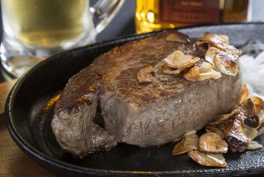 幻の部位を贅沢に味わう『和牛国産シャトーブリアンステーキ』