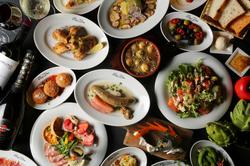 アヒージョ・お肉・パスタからデザートまで、色々なお料理を楽しみたい方におすすめの贅沢コース