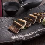 対馬沖で取れる大穴子を白焼きに。身はふわっ、皮はパリッ、柑橘とワサビとお塩でシンプルに素材の味を楽しむことができる料理です。