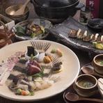 小鉢、前菜、おつくり、クジラのお刺身、季節の焼物などコースは全10品。その時々の季節や仕入れた食材によって内容は変わります。一番人気のメニューです。※コースは5000円から写真は7000円のコースの一例です
