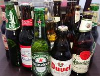 メジャーなバドワイザー、コロナエキストラ(ライムを入れたメキシカンスタイル)ハイネケン、カールスバーグ他多数!オススメはベルギー産デュベル!なんとアルコール度数8,5度【魔性を秘めたビール】一度お試を。