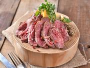 肉厚なお肉がほろっととろける、柔らかジューシーなビストロ風メインディシュ。特製スパイスと一緒に一晩漬け込み、低温の油で柔らかく煮込んだ後、特製ソースで焼きあげた自慢のスペアリブ!