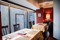 ゆったりと中華料理を味わえる、洗練された空間