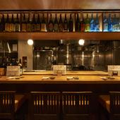 ライブ感溢れるカウンター/鰹藁焼き・お肉の炭火焼き