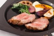 プリッとした食感の海老のアヒージョ。メルバ―トーストとご一緒にお楽しみください[エビ]