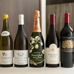 ボトルワインはフランス産がほとんどで、およそ150銘柄を用意。ソムリエ・片貴志氏も、シェフも好む、ブルゴーニュを厚めにリストアップ。シャンパーニュも多彩に揃え、「なるべくリーズナブルに」提供。