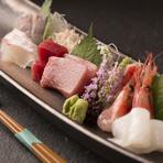 鮮度抜群の魚を心行くまで味わえる華やかなお造り