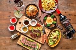 柔らかな自家製ローストビーフや肉汁溢れるチキングリルなど豪快な肉料理を思う存分お楽しみ頂けます