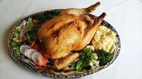 丸鶏約4人前 切れ目を入れて食べやすくしております。 残った身と骨はスープにしてもGood!  ※2日前までのご予約でお願いいたします。 ※器代別途