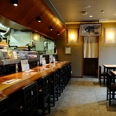 おいしい魚介料理と日本各地の純米酒を楽しむ大人のデートを