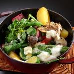 野菜の旨みが凝縮された『季節のいろいろ野菜と白糠酪恵舎のチーズのストウブ』