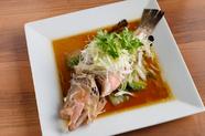 野菜の旨みが凝縮されたソースでいただく『近海魚の蒸し物』
