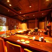 趣のあるローカウンターと個室があり、シーンに応じた会食が可能