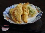 素材の持ち味をギュッと閉じ込めた『松茸と伝統野菜の天婦羅』