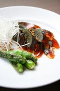 台湾皮蚕と獅子唐辛子を特製ソースでいただきます。