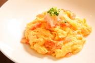 ふわふわとした不思議な口当たり『ズワイ蟹肉入り卵白炒め卵黄ソース』