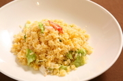 ズワイ蟹をふんだんに使用した贅沢な炒飯です。
