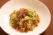 カキ油と中国醤油で仕上げた牛ロースと新鮮レタスの炒飯です。