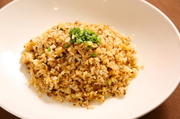 パラパラ炒飯に四川芽菜を合わせた炒飯です。シンプルながら絶妙な一品。