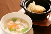 具だくさんの野菜と海鮮を使ったほのかな酸味あるのおこげ。 五感を刺激する一品です。