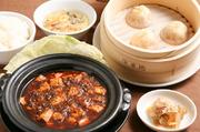 小籠包3ヶ+土鍋麻婆豆腐+ご飯+ザーサイ+スープ