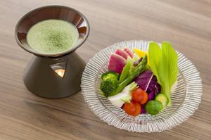 抹茶のディップと楽しむ。彩り野菜の茶~ニャカウダ